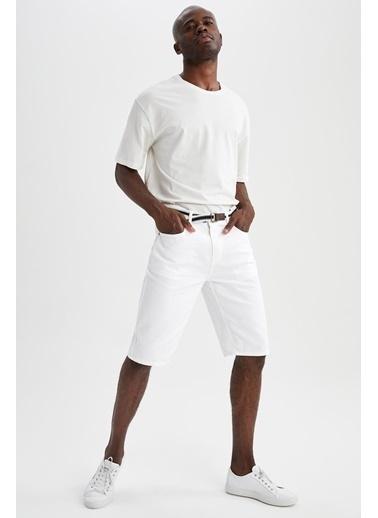 DeFacto Slim Fit Kemerli Bermuda Beyaz